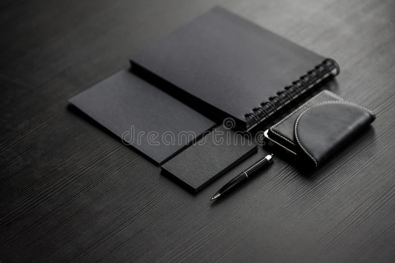 Ensemble de maquettes noires sur le fond foncé, femelle image libre de droits