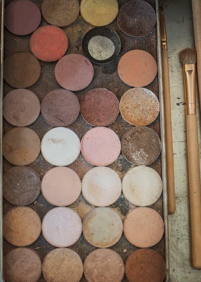 Ensemble de maquillage et brosses de maquillage images libres de droits