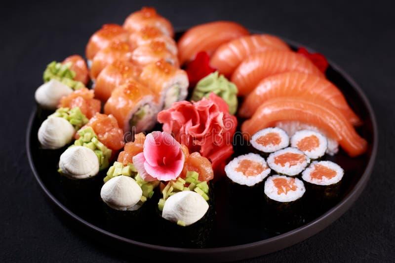 Ensemble de Nigiri, gunkan et de maki de sushi, art de nourriture images libres de droits