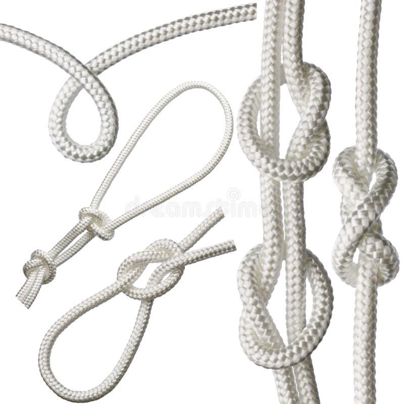 ensemble de noeuds sur une corde blanche, d'isolement sur un fond blanc image libre de droits