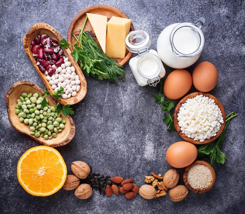 Ensemble de nourriture qui est riche en calcium images stock