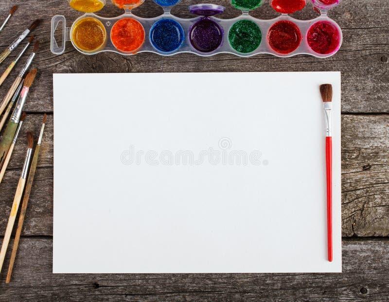 Ensemble de peintures d'aquarelle, brosses pour la peinture images libres de droits
