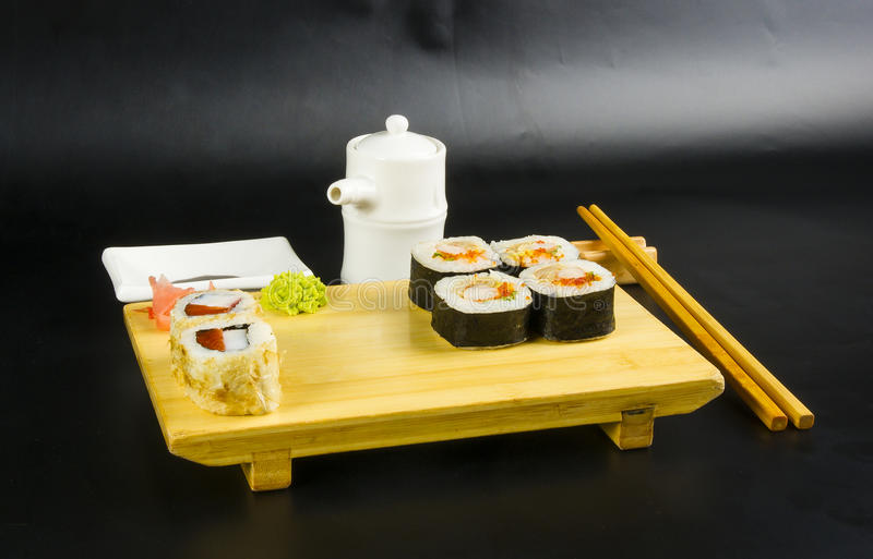 Ensemble de petit pain de sushi photos stock