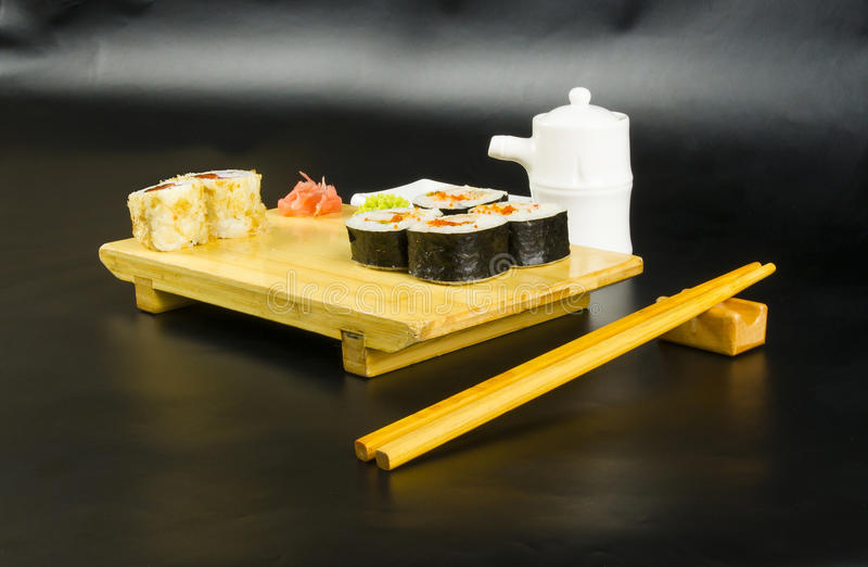 Ensemble de petit pain de sushi images libres de droits