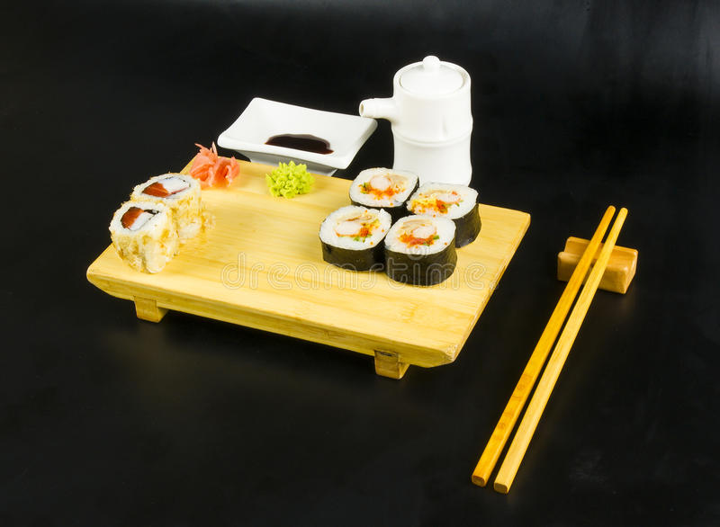 Ensemble de petit pain de sushi photo libre de droits