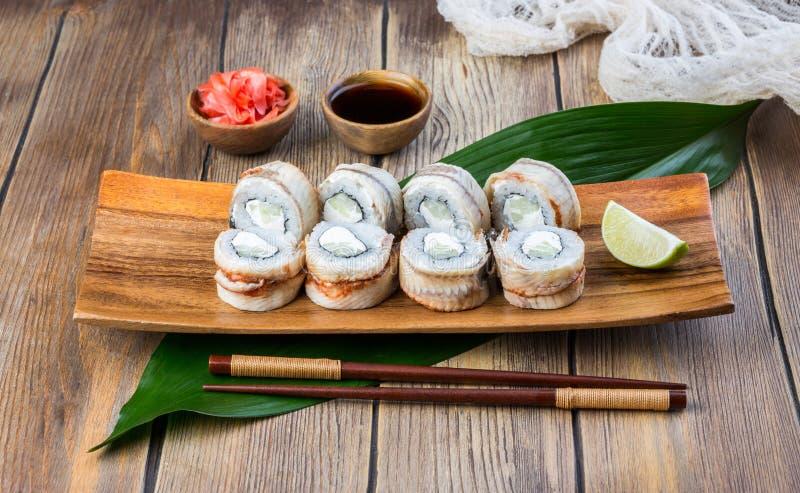 Ensemble de petit pain de sushi d'anguille photo stock
