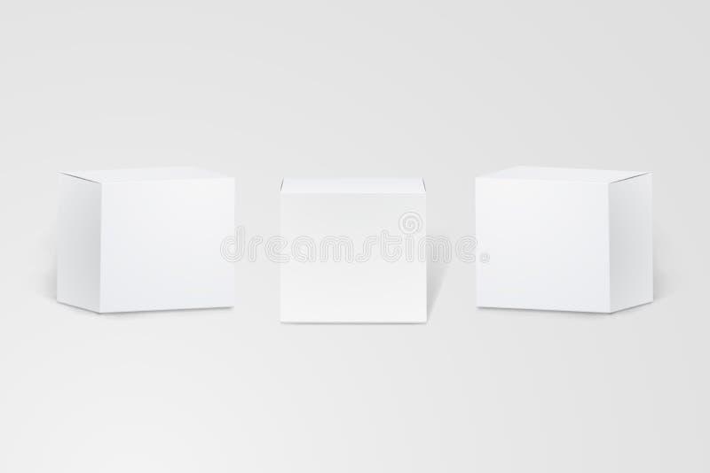 Ensemble de petites boîtes en carton blanches réalistes dans diverses formes empaquetant des maquettes Boîte de papier d'isolemen illustration libre de droits