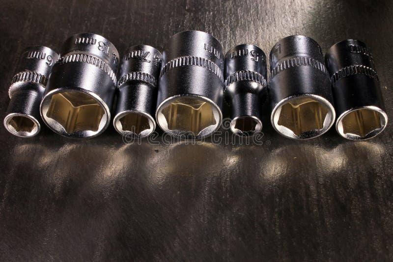 Ensemble de prises de sortilège d'acier inoxydable sur la surface métallique brillante photo stock