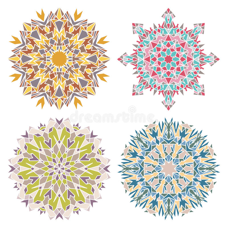 Ensemble de quatre mandalas géométriques de mosaïque illustration de vecteur
