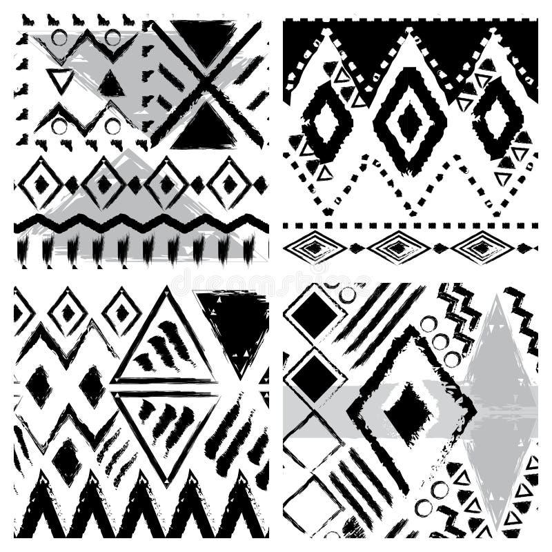 Ensemble de quatre modèles sans couture tribals tirés par la main noirs et blancs illustration libre de droits