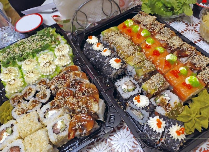 Ensemble de sushis japonais de plat national Cuisine traditionnelle japonaise images libres de droits