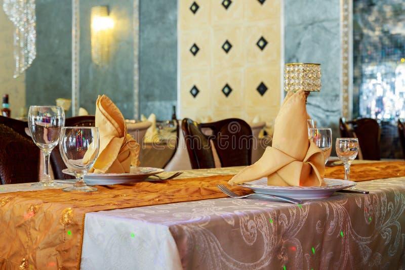 ensemble de table pour épouser un autre dîner approvisionné d'événement images stock