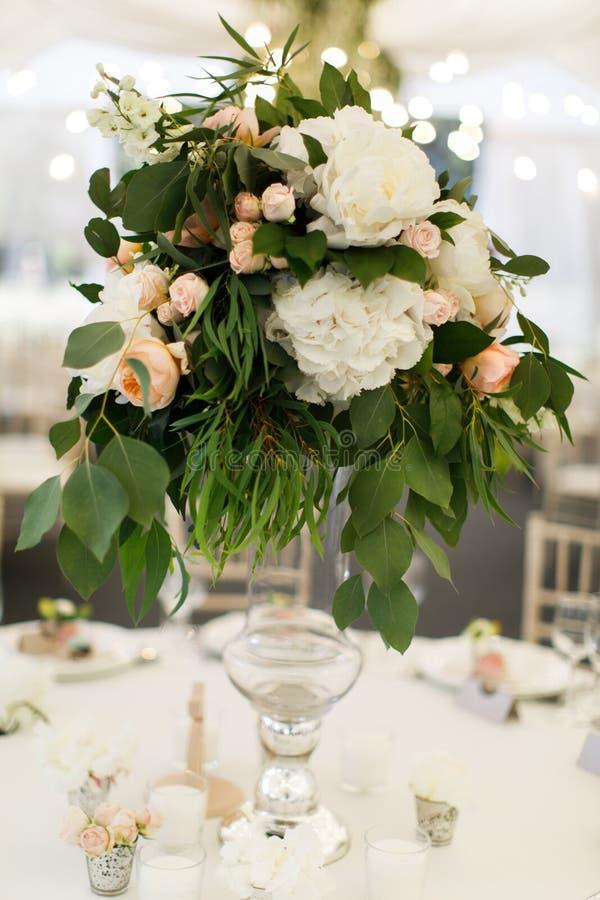 Ensemble de Tableau pour épouser ou un dîner approvisionné différent d'événement photos stock
