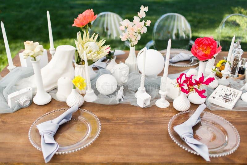 Ensemble de Tableau pour épouser ou un dîner approvisionné différent d'événement photographie stock