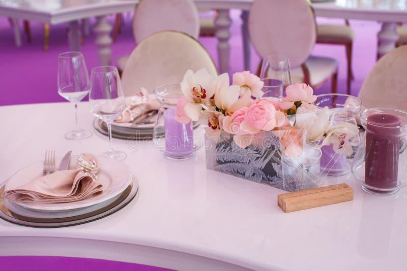 Ensemble de Tableau pour épouser ou un dîner approvisionné différent d'événement images stock