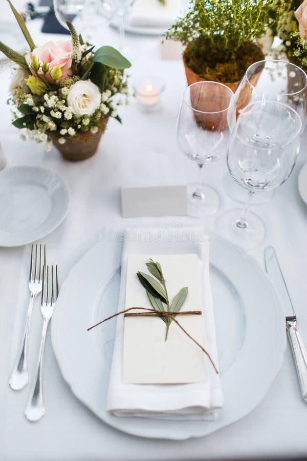 Ensemble de Tableau pour épouser ou un dîner approvisionné différent d'événement Villa italienne photo libre de droits