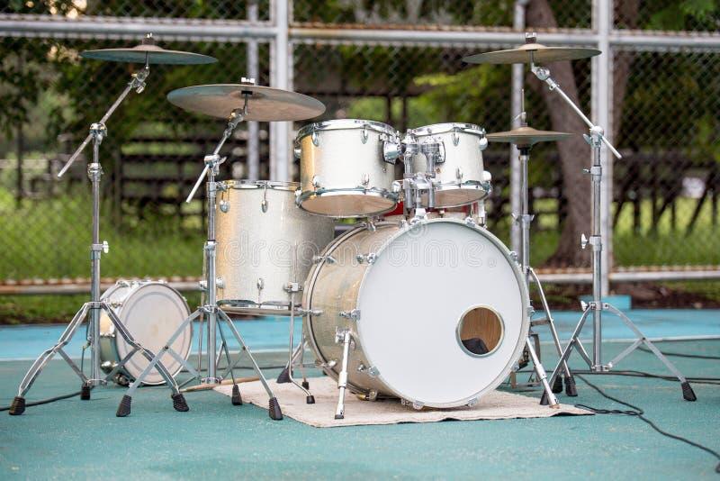 Ensemble de tambour d'or photos stock