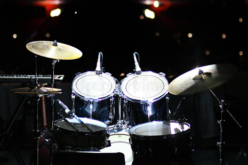 Ensemble de tambours dans le club photos stock