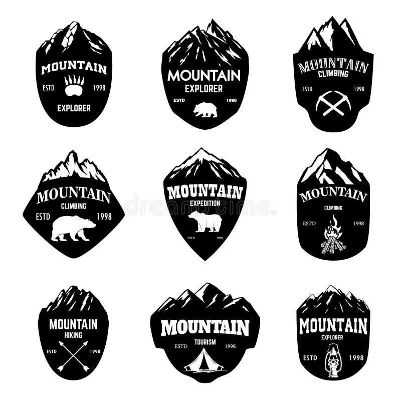 Ensemble de tourisme de montagne, augmentant des emblèmes Concevez l'élément pour le logo, label, emblème, signe illustration libre de droits