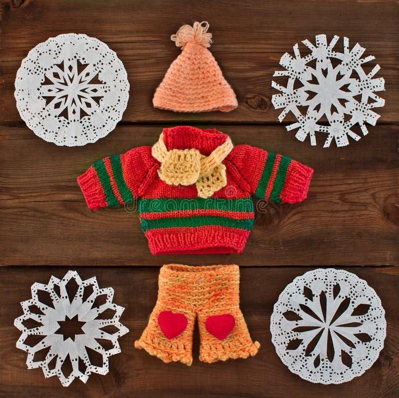 Ensemble de vêtements tricotés chauds photographie stock libre de droits