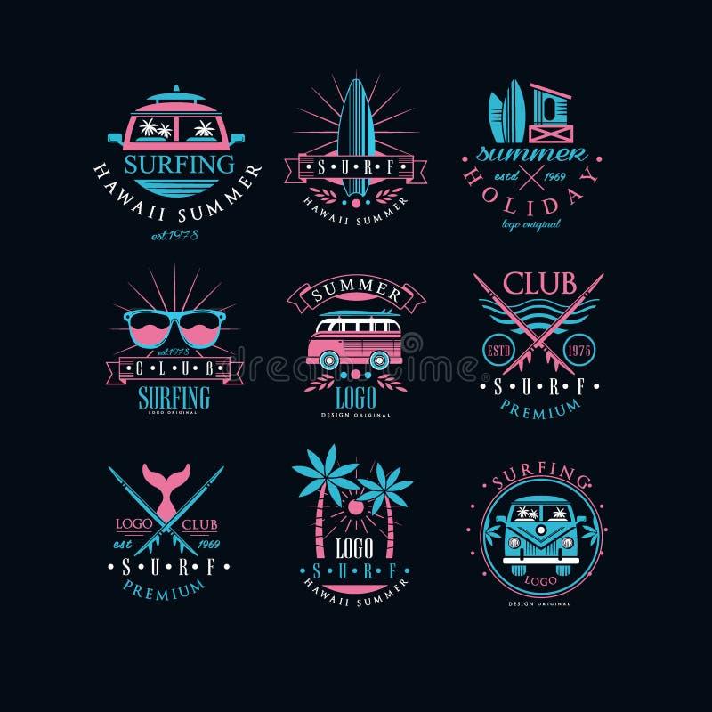 Ensemble de vecteur d'emblèmes originaux pour le club surfant Logos de vintage avec des planches de surf, des palmiers, des fourg illustration stock