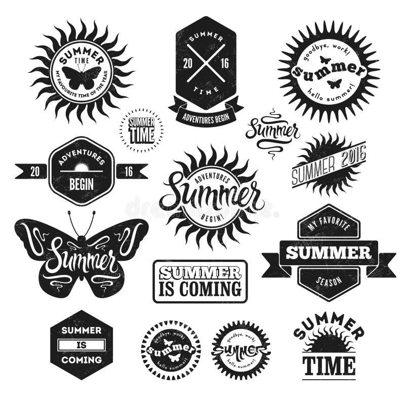 Ensemble de vecteur labels d'été de rétros et insignes typographiques de vintage Effet grunge en couche distincte illustration libre de droits