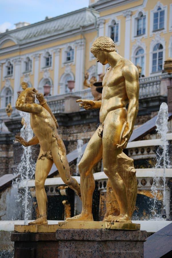 Ensemble der großartigen Kaskade in Petrodvorets lizenzfreie stockfotos