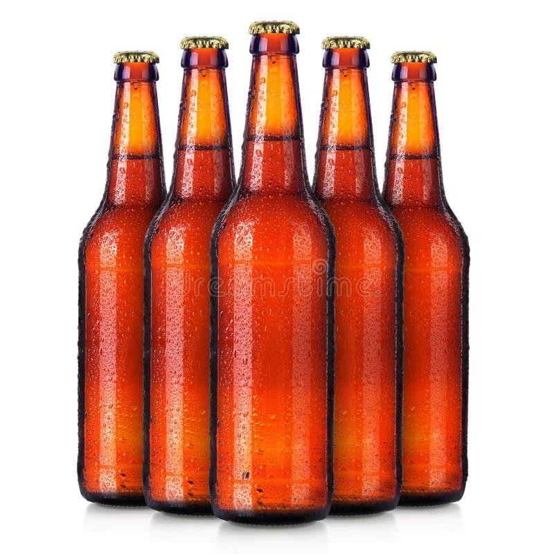 Ensemble des bouteilles de l'à bière avec des baisses givrées d'isolement image stock