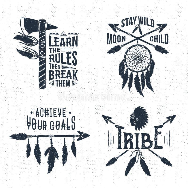 Ensemble et lettrage de labels tribals tirés par la main illustration de vecteur