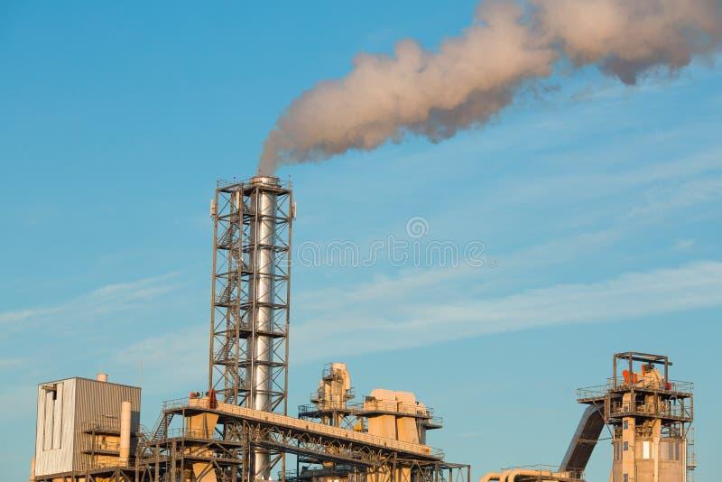Ensemble industriel avec des échappements photo stock