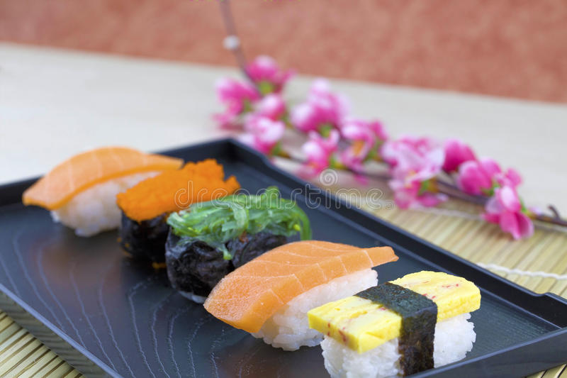 Ensemble japonais de sushi de fruits de mer photographie stock