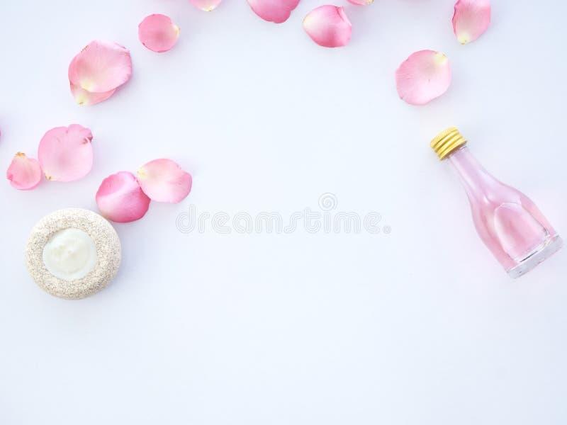Ensemble naturel de station thermale de rose et de pot-pourri parfumé de bougie photos stock