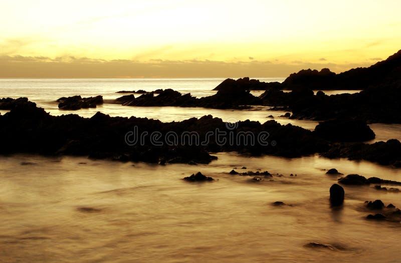 Ensenada de la puesta del sol imagenes de archivo