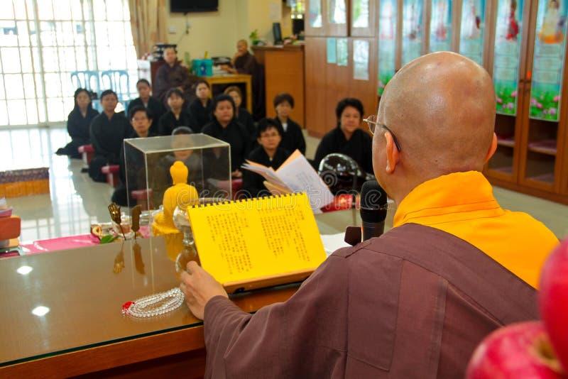 Ensino de Buddhish por Mestre imagens de stock royalty free