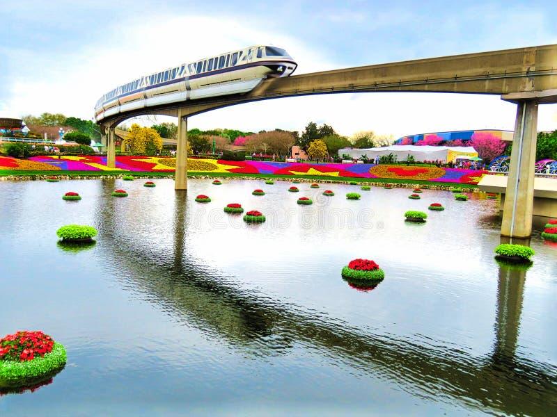 Enskenig järnväg - Epcot internationell blomma och trädgårdfestival 2016 royaltyfria bilder