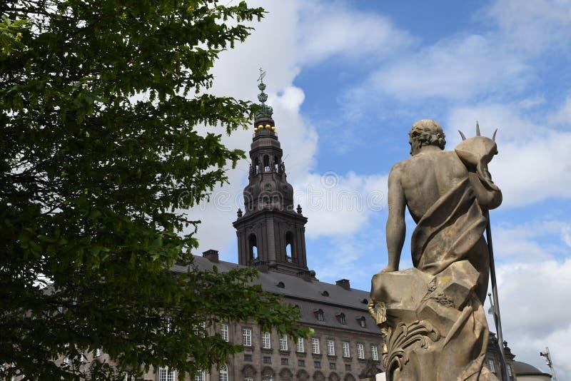Entalhe de Christiansborg do cstle na parte do parlamento dinamarqu?s fotos de stock