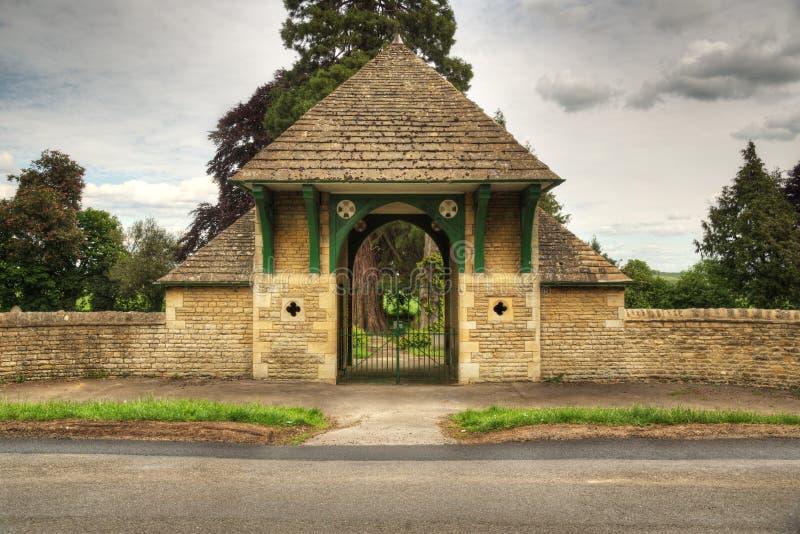 Enterance cmentarz z zamkniętymi bramami zdjęcie stock