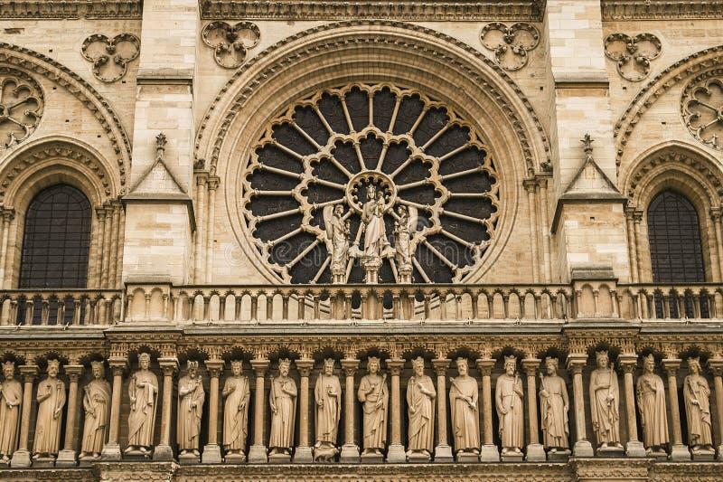 Enterance da parte dianteira da catedral de Notre-Dame fotografia de stock