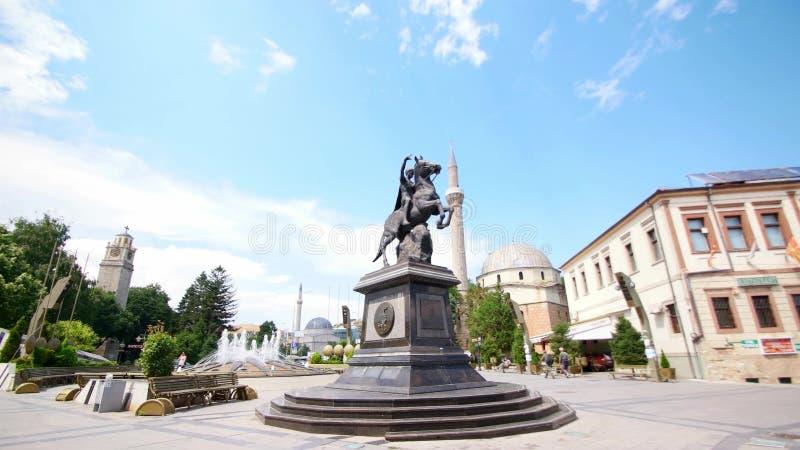 Enterance della via principale di Bitola Bitola è la seconda più grande città della Repubblica Macedone video d archivio