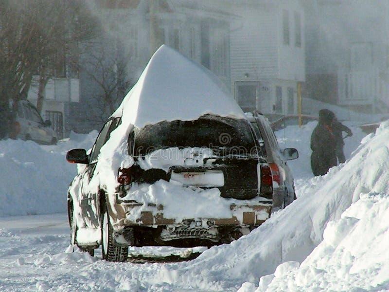Enterré dans la neige photographie stock