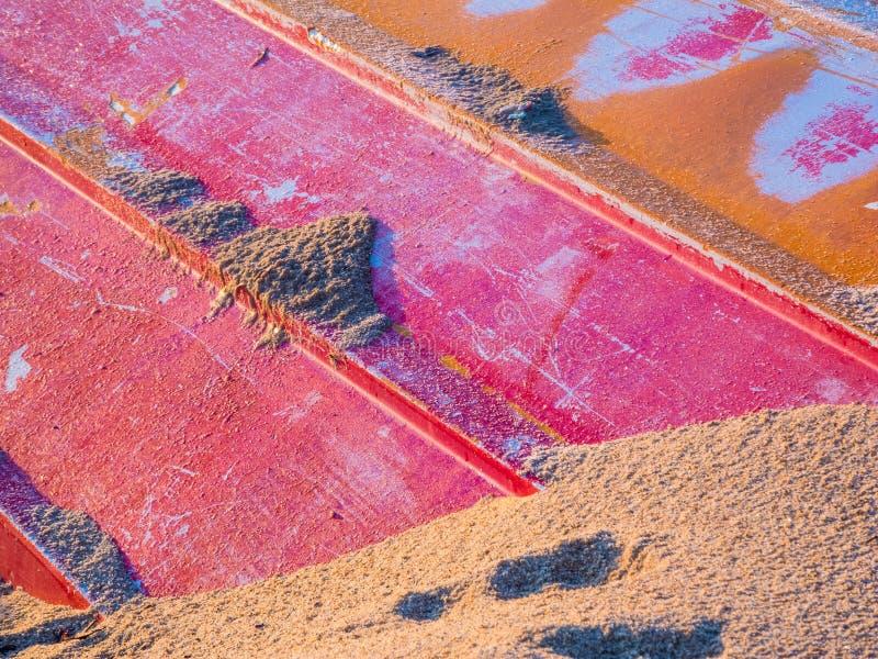 Enterrado en la arena imagenes de archivo