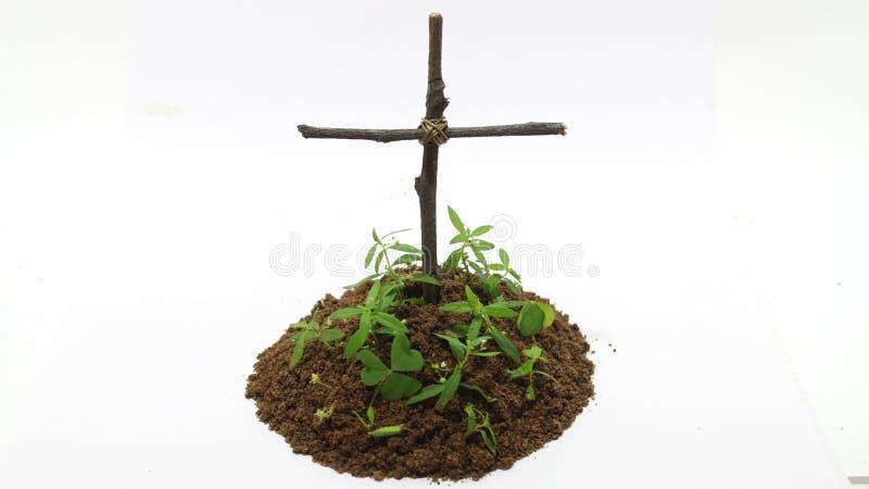 Enterrement avec la croix à l'arrière-plan blanc photo stock