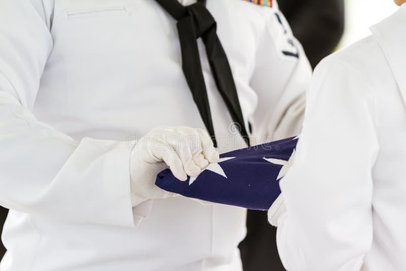 Enterrement militaire, pliant le drapeau image libre de droits