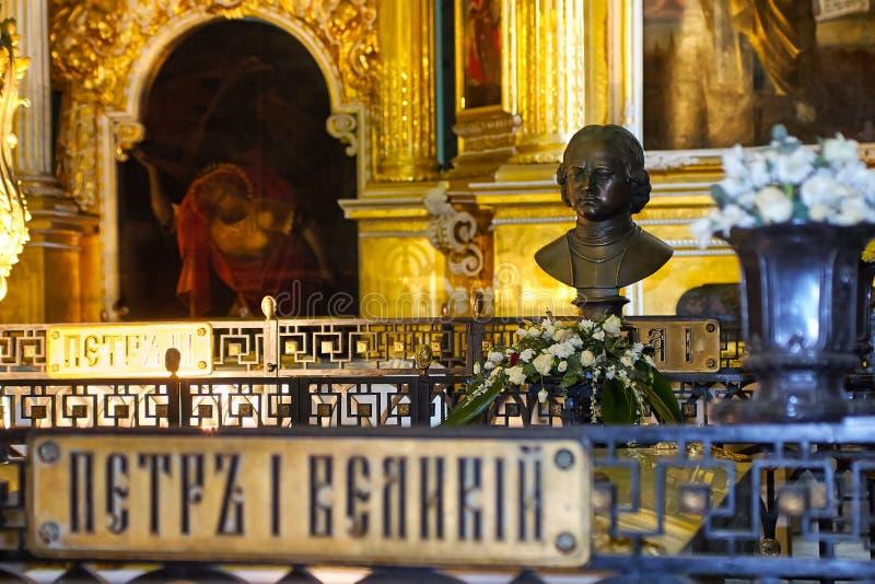 Enterro do imperador Peter mim na catedral de Peter e de Paul em Peter e em Paul Fortress, St Petersburg, Rússia foto de stock royalty free