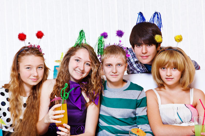 Entertaining dos jovens fotos de stock royalty free