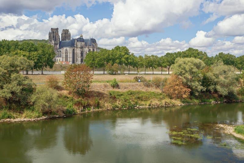 Entfernte Ansicht der Kathedrale von Toul lizenzfreie stockbilder