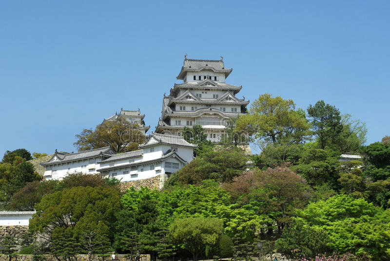 Entfernter Tag oncalm Ansicht des Himeji-Schlosses des Frühlinges lizenzfreie stockfotos