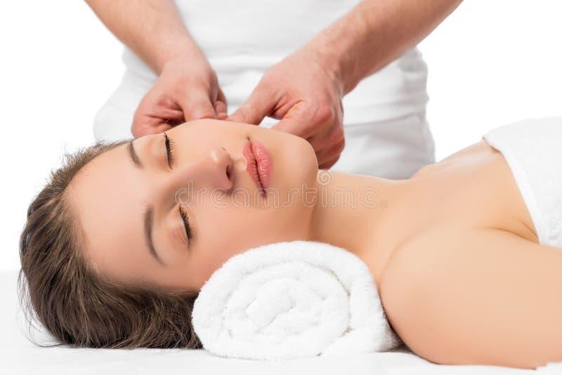 enthäuten Sie Massage die Hände eines erfahrenen Cosmetologist stockbild