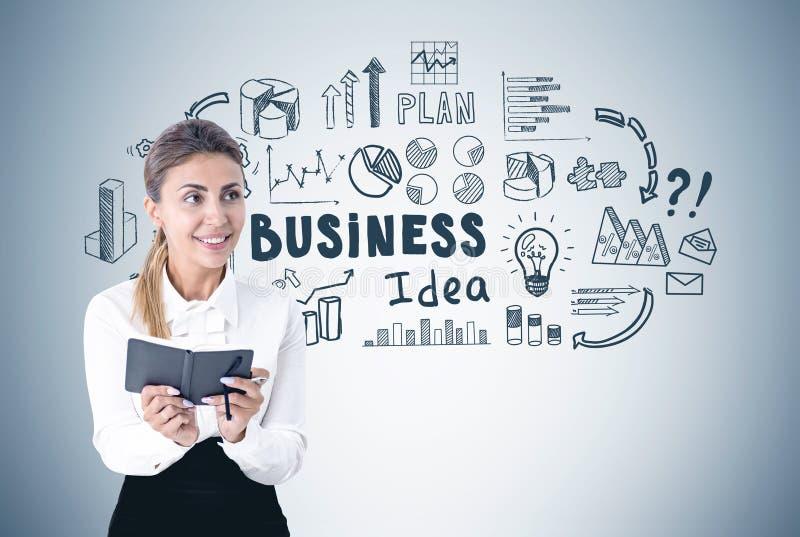 Enthusiastische Frau mit einem Hobel, Geschäftsidee lizenzfreies stockfoto