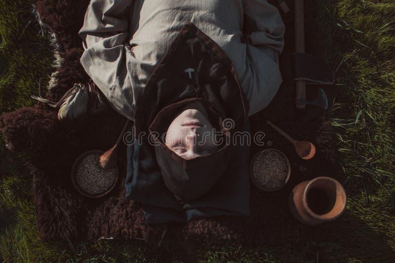 Entierro del habitante próspero escandinavo de la isla Go imagen de archivo